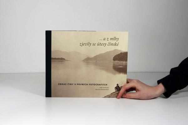 ... a z mlhy zjevily se útesy čínské / Obraz Číny v prvních fotografiích