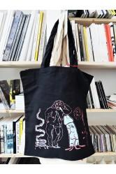 Tlustá žena, taška, černá – Eva Jaroňová