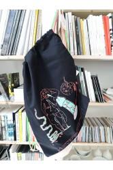 Tlustá žena, batoh, černý – Eva Jaroňová