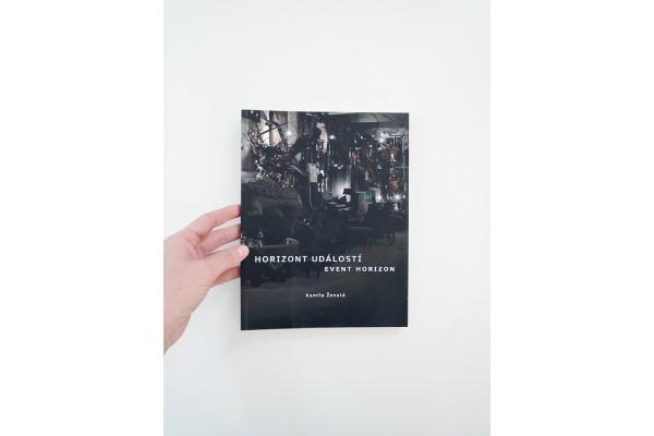 Horizont událostí / Event Horizon – Kamila Ženatá